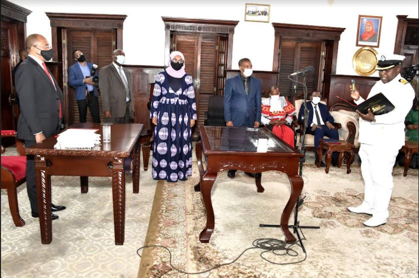 President Mwinyi administers oaths of four officials