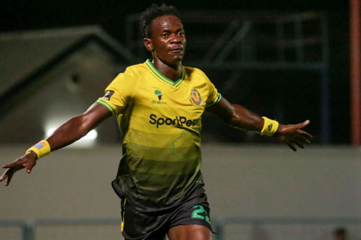 Tonombe apologises  for red card offence